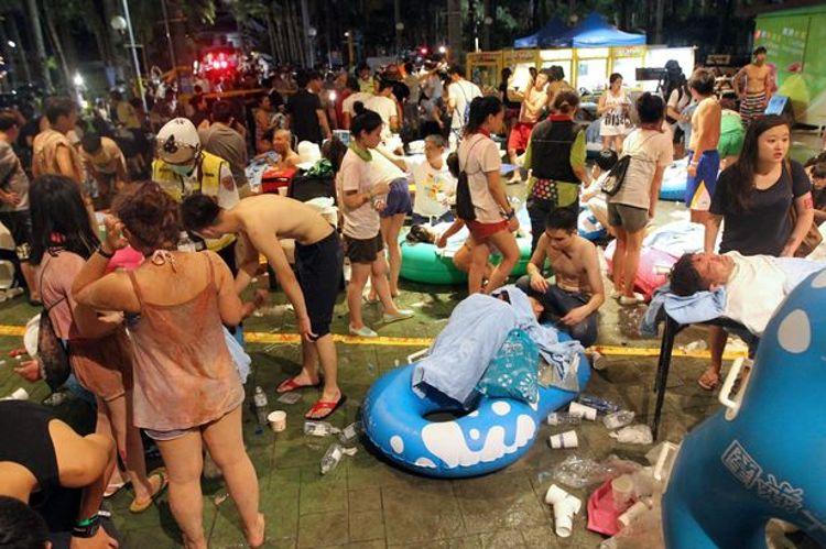 ATENCIÓN: El siguiente vídeo es de contenido altamente violento (tragedia en un festival de Taiwan)