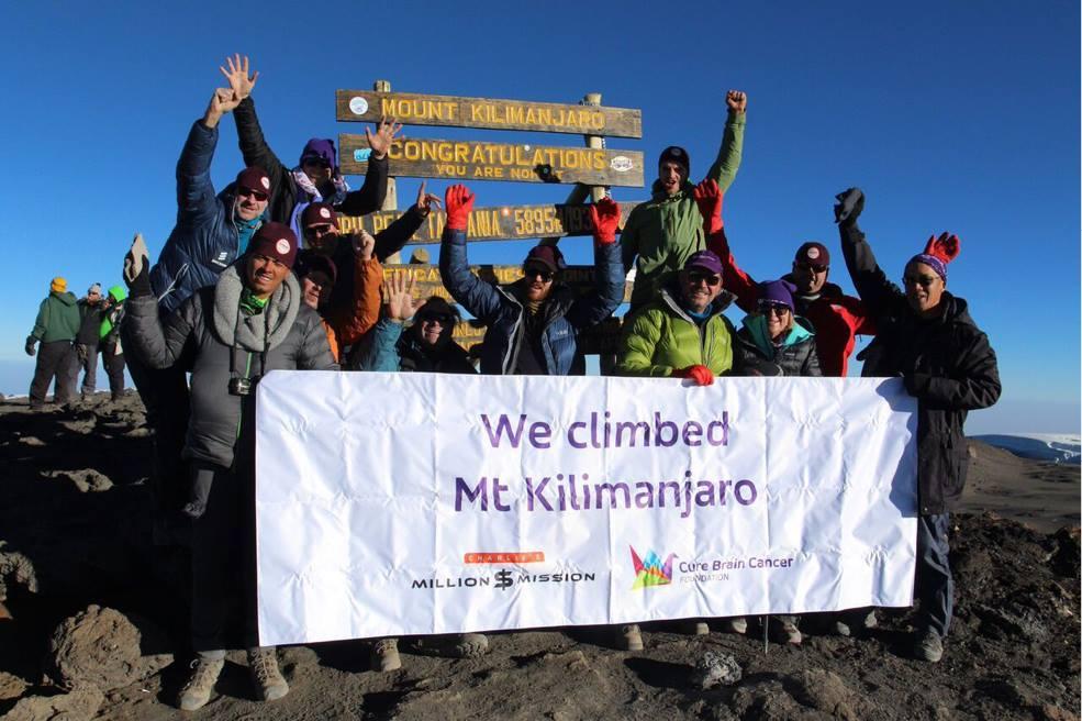 Seth Troxler escala el Kilimanjaro para recaudar fondos contra el cáncer