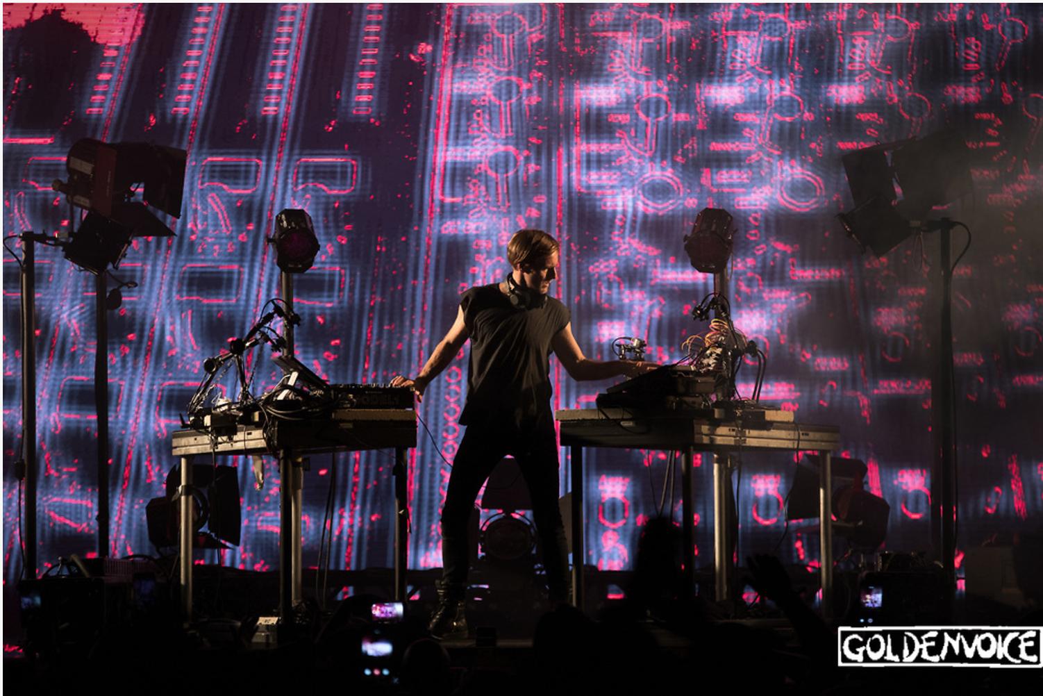 Richie Hawtin humaniza la música electrónica en Coachella con CLOSE