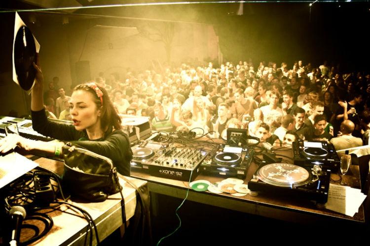 Nina Kraviz reflexiona sobre el estado actual del techno y la industria musical