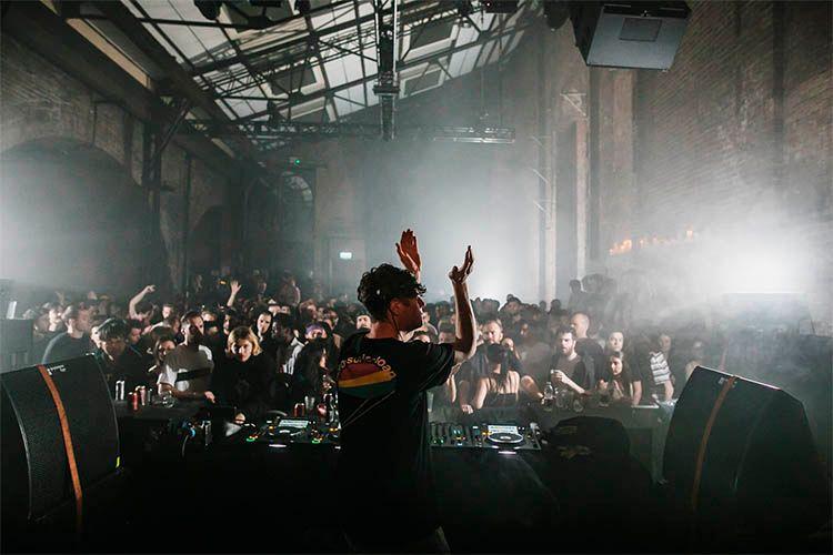 Metro Dance Club vuelve a la carga con Mano Le Tough: Absolut Experience