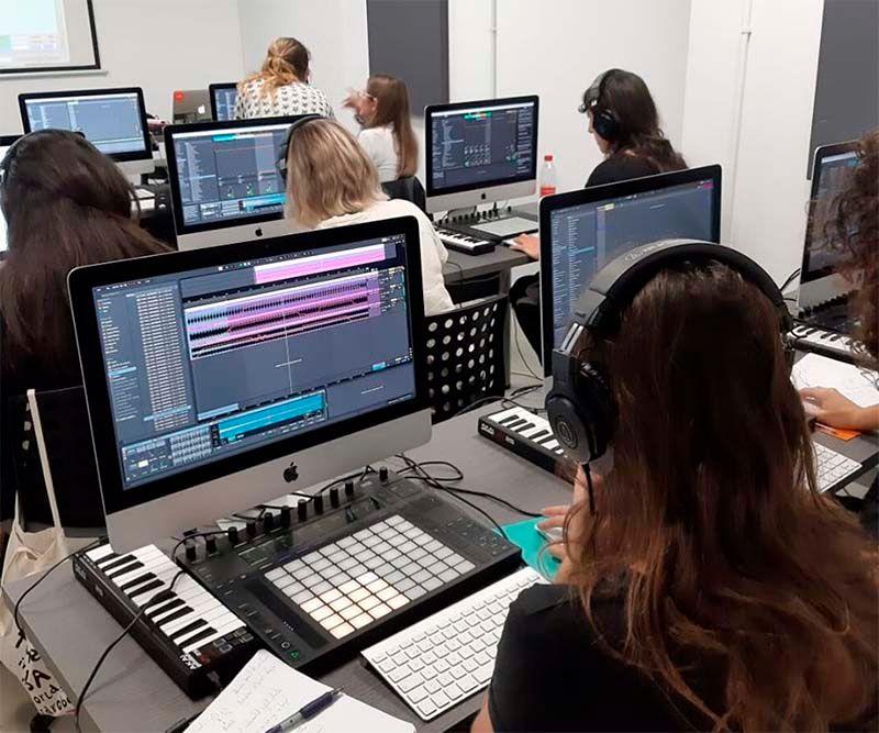 ¿Quieres convertirte en un gran productor? ¡Gana una beca DJP Music School!