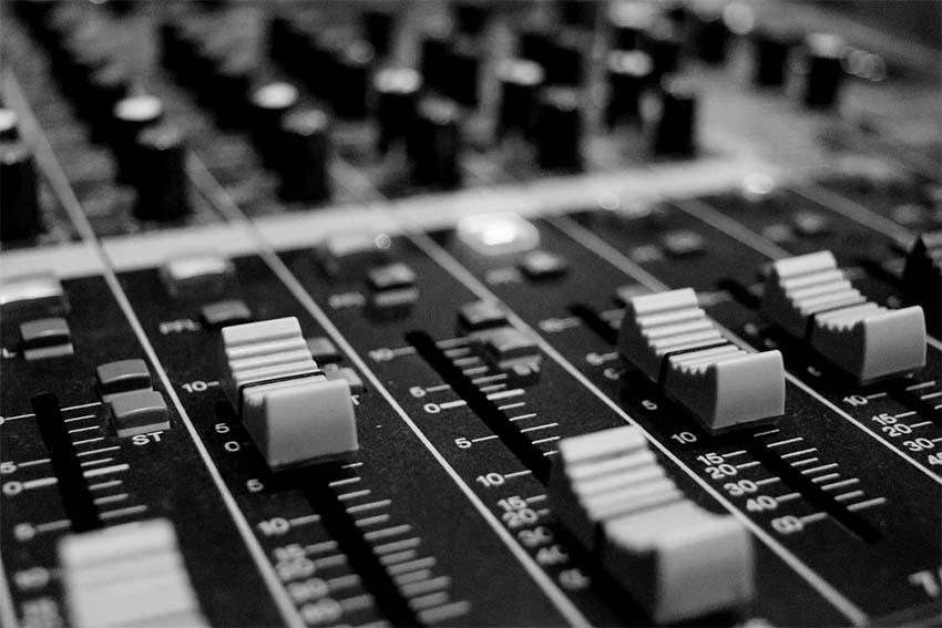 ¡A las ondas! La importancia de la radio para la expansión de la música electrónica